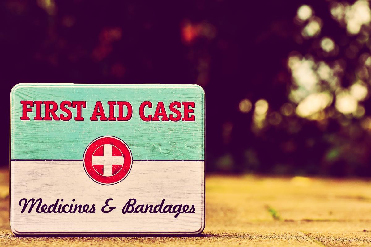 sa_1515040316_first-aid-case