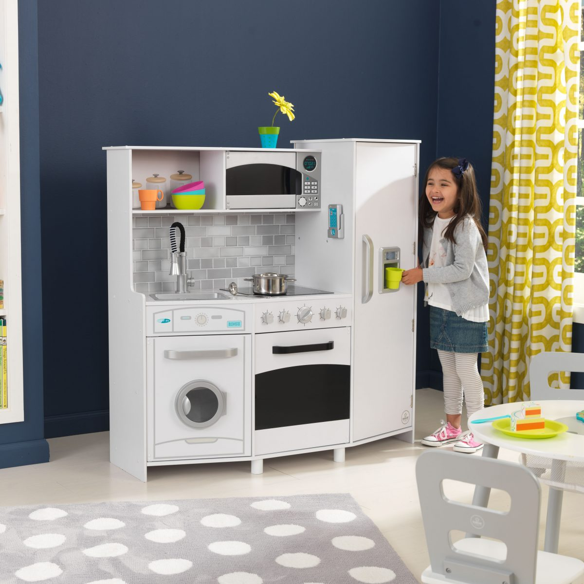 KidKraft Large Play Kitchen with Realistic Lights and Sounds - White